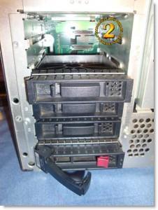 Detalle bahías 3 1/2 discos SAS Hp Proliant ML150 G3